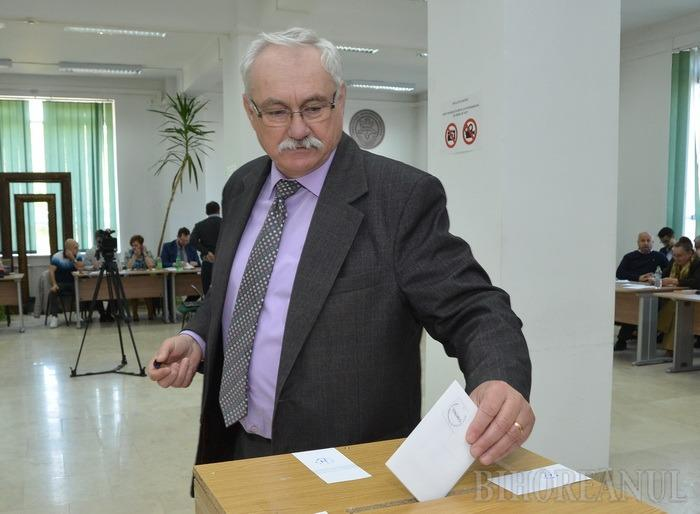 Cere şi nu ţi se va da: Decanul Facultăţii de Mediu din Oradea a cerut un nou post de prodecan, cu dedicaţie!