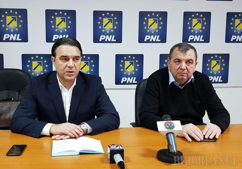 """Parlamentarii PNL Bihor, la finalul anului: """"După ce a destabilizat justiţia, PSD a început să destabilizeze şi economia"""""""