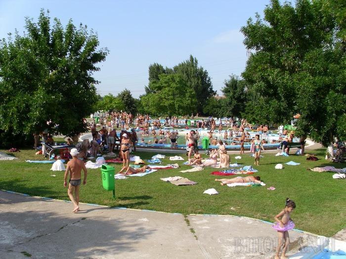 Ştranduri şi piscine cu probleme în Bihor: Comisarii de la Protecţia Consumatorilor au aplicat amenzi de 85.000 de lei