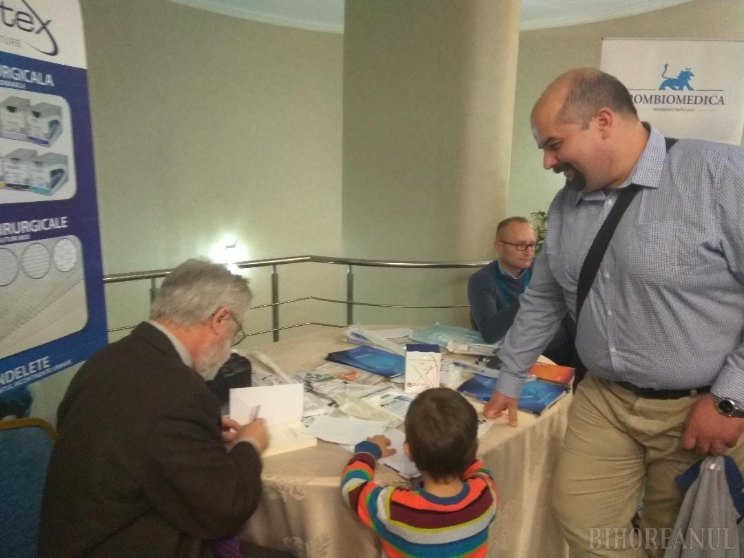 """A fost lansată cartea """"Marea Unire -  Ecouri în presa culturală din Oradea-Mare"""" (FOTO)"""
