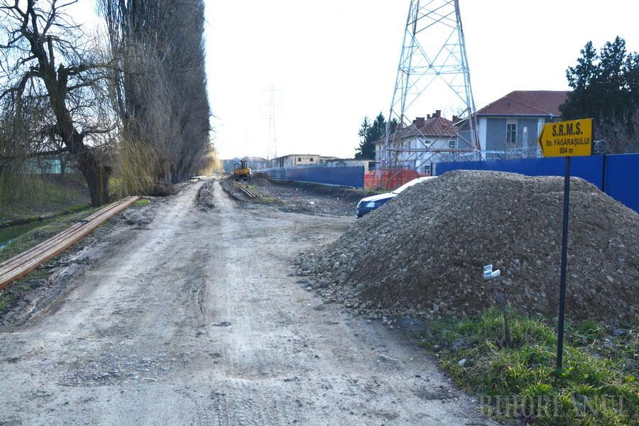 Mărţişor în şantier. Strada Universităţii din Oradea a fost închisă pentru lucrări la noua linie de tramvai (FOTO / VIDEO)