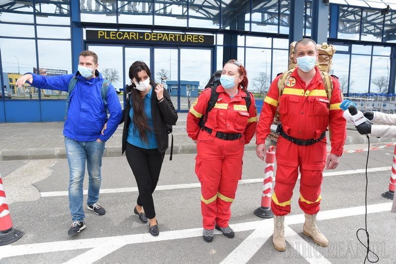 Medicii și asistenta din Oradea care au tratat în Italia pacienţi de COVID-19 au ajuns acasă: Suntem bucuroşi că niciunul dintre noi nu a fost infectat (FOTO / VIDEO)