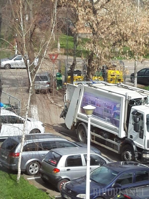 Bizoni vs. curățenie: Șoferii care parchează pe unde apucă încurcă... curățenia