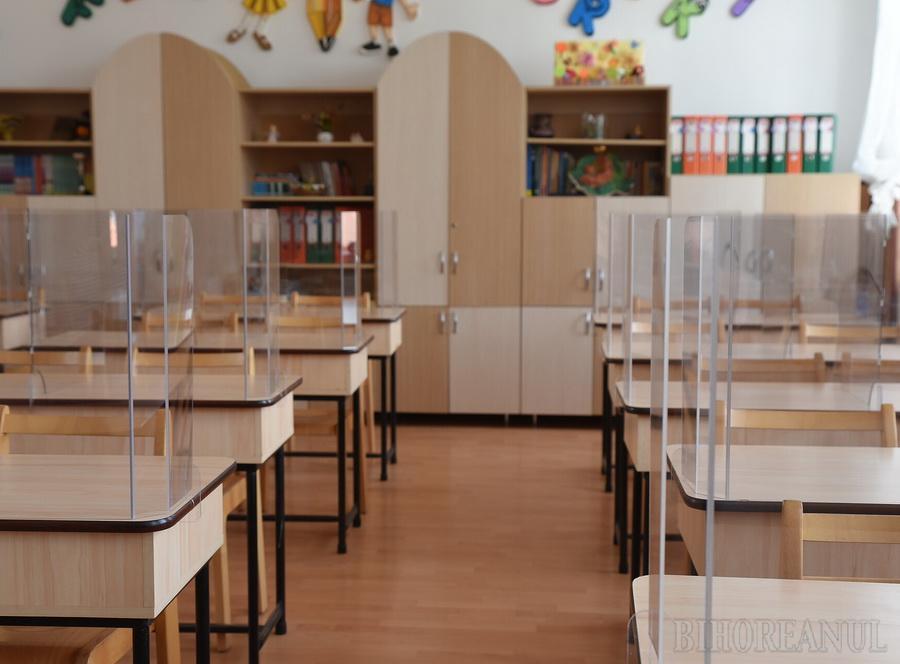 Iohannis: Pregătiţi copiii pentru şcoală!. În Oradea, cel mai probabil, nu toţi elevii se vor întoarce în bănci