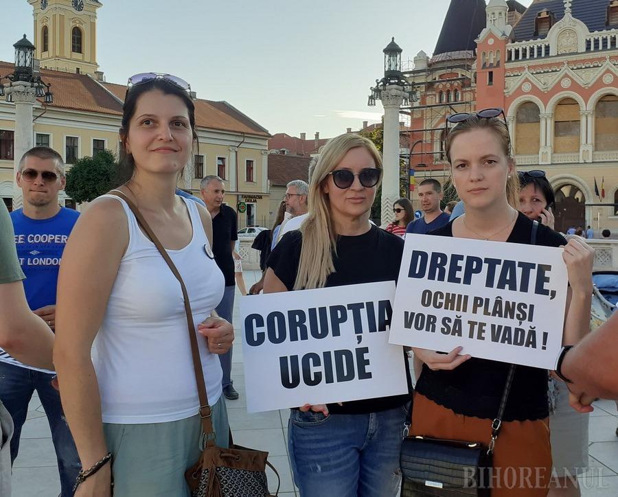 """""""Vrem să munciţi, nu să jefuiţi"""": La un an de la Mitingul Diasporei, orădenii au scandat împotriva PSD-ului şi a Guvernului (FOTO / VIDEO)"""