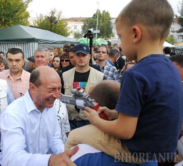 Consilierul judeţean PDL Avrigeanu a insinuat că şeful Aeroportului a pus în pericol viaţa preşedintelui Băsescu