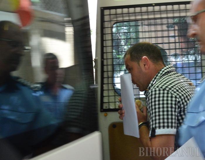 Percheziţii la frontieră: un poliţist din Borş a fost reţinut de procurorii DNA Oradea pentru şpagă