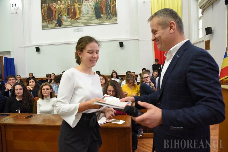 Olimpicii Oradiei: 70 de elevi cu rezultate foarte bune, premiaţi de Primărie (FOTO)