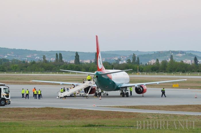 Pârtie deschisă: Pe Aeroportul Oradea a aterizat cel dintâi Boeing de tip mare, care a adus primii 147 turişti din Israel (FOTO / VIDEO)