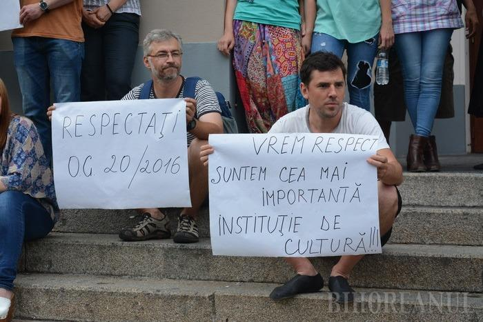 Artiştii Teatrului Regina Maria au protestat cerând salarii ca la Filarmonică: De ce să fim copilul cel sărac? (FOTO / VIDEO)