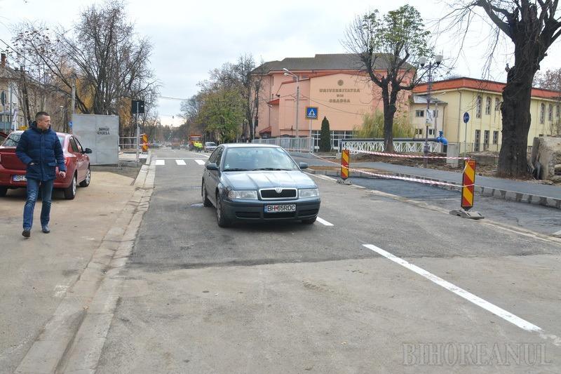 Podul peste Peța de lângă Universitatea din Oradea a fost deschis circulației, fără festivități (FOTO/VIDEO)