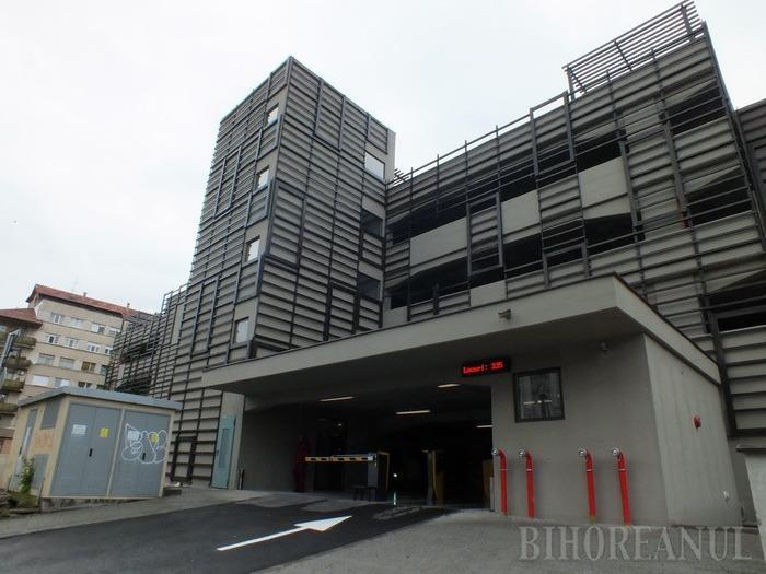 Dezbatere publică: AIO vrea să taxeze staţionarea în parcarea supraetajată cu 1,5 lei pe oră