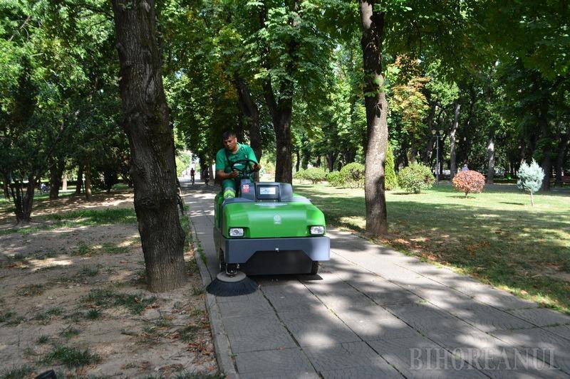 Oraş la aspirat! RER Vest şi-a îmbunătăţit flota cu o automăturătoare stradală modernă, pentru Oradea (FOTO / VIDEO)