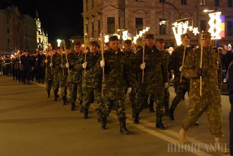 Retragerea cu torţe a încheiat festivităţile de 1 Decembrie în Oradea (FOTO / VIDEO)