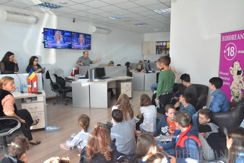Şcoala altfel: Elevi de la Colegiul Eminescu, în vizită la redacţia BIHOREANUL (FOTO)