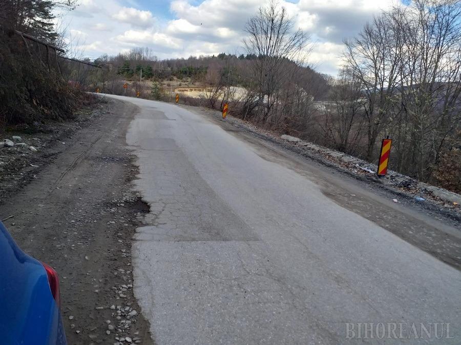 Noi dificultăţi în traficul pe DN76: Încep lucrările de asfaltare între Oradea şi Dealul Bitiilor, lângă Beiuş, pentru creşterea capacităţii portante a şoselei
