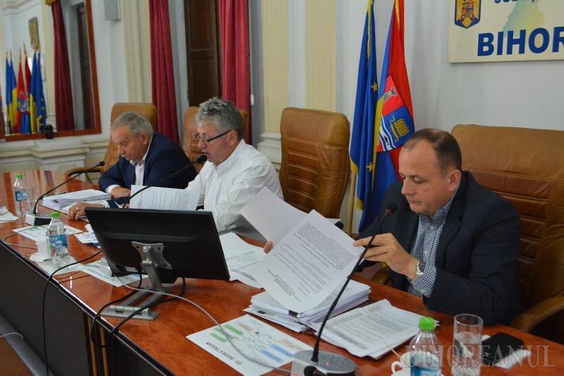 O nouă majoritate în Consiliul Judeţean Bihor: La propunerea PNL, cei doi consilieri ALDE au votat revocarea Consiliului de Administraţie al Aeroportului (FOTO / VIDEO)