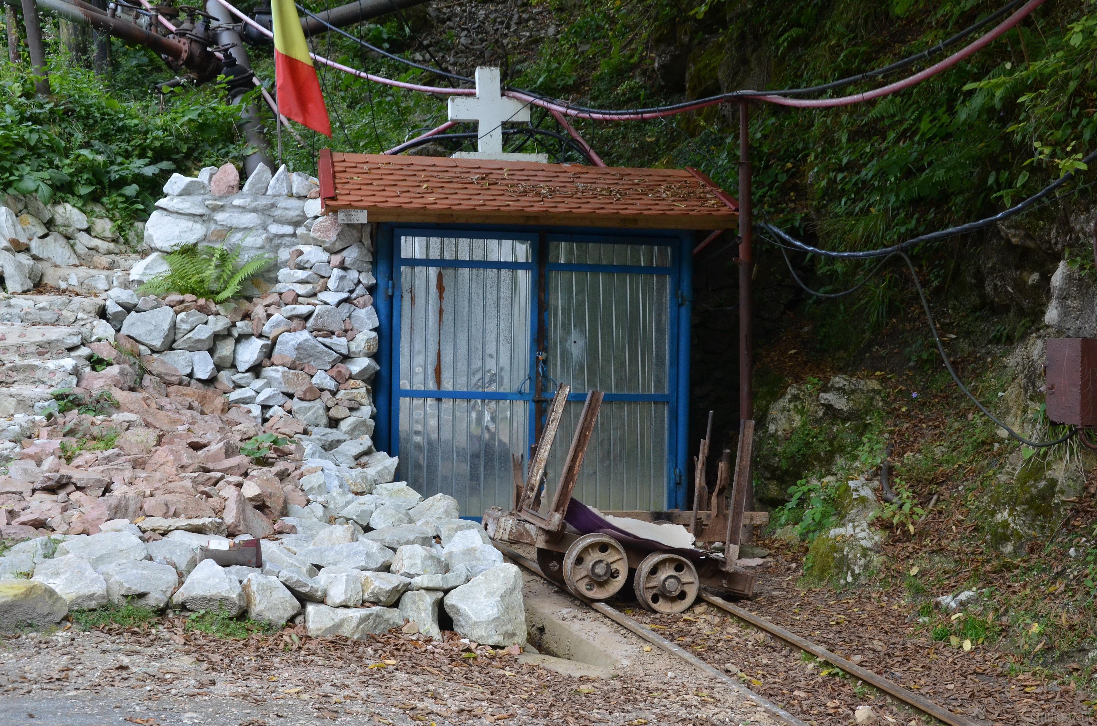Miner sinucigaş la Băiţa: bărbatul a detonat o capsă cu explozibil în apropierea minei