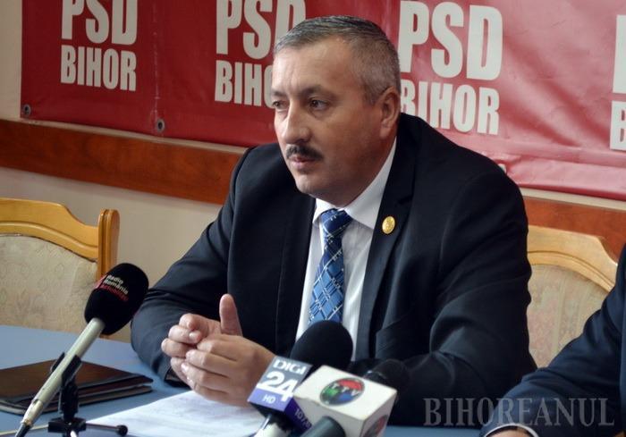 PSD-istul Sorin Ioan Roman susţine că, din cauza gândirii de dreapta, până şi primăriile liberale din Bihor primesc mai puţini bani