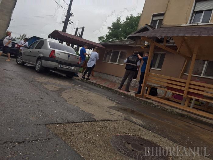 Casa fostului şef al Poliţiei Beiuş, comisarul şef Sorin Magda, a fost spartă. Ofiţerul a anunţat pe Facebook că e plecat în concediu (FOTO)