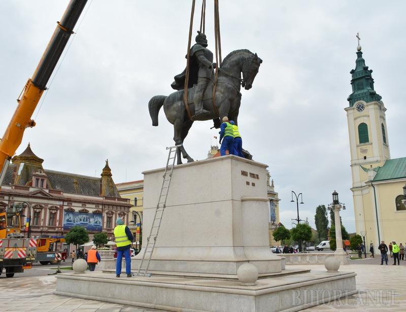 """Primarul Craiovei vrea să """"salveze"""" statuia lui Mihai Viteazul, dată jos la Oradea. Bolojan îi transmite să-şi vadă de-ale lui!"""