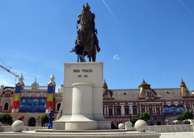 Foste cadre militare din Oradea cer Tribunalului ca statuia lui Mihai Viteazul să nu fie mutată din Piaţa Unirii
