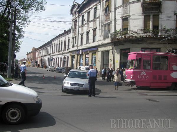 O şoferiţă neatentă a blocat tot centrul Oradiei la oră de vârf (FOTO)
