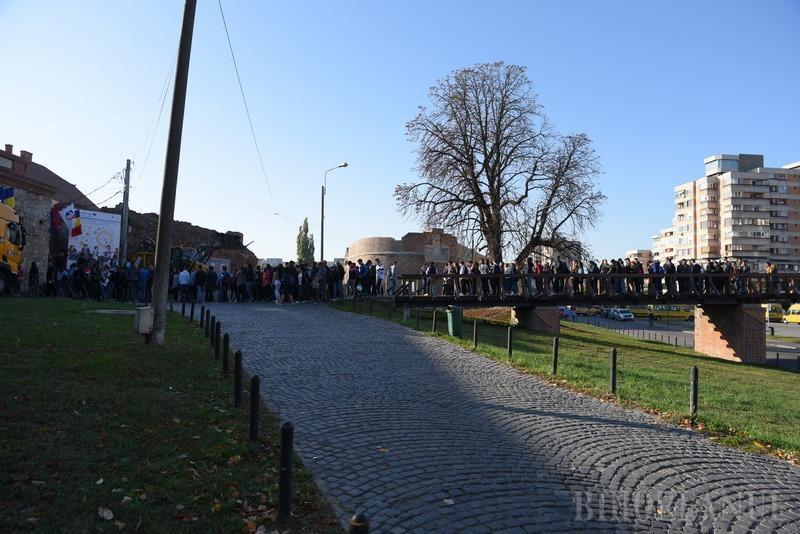 Cel mai mare târg de orientare în carieră din ţară, la Cetatea Oradea: Multă lume, dar interacţiune cam puţină (FOTO / VIDEO)