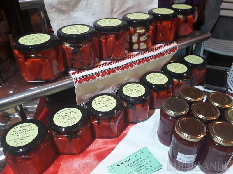Târg de produse hand-made în Cetate: De la cornulețe și broșe, până la spumantul Silvaniei în sticlă îmbrăcată în catifea (FOTO)