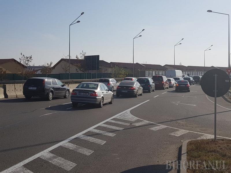 Trafic paralizat! Miile de orădeni care s-au dus la Piaţa 100 au blocat şoseaua de centură. Primăria şi ADP îşi asumă responsabilitatea (FOTO/VIDEO)