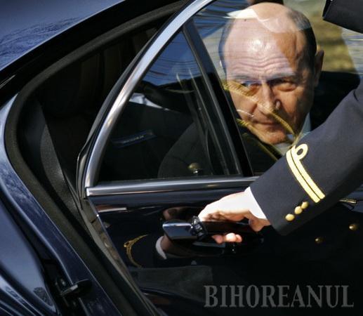 Alţii n-au avut voie, dar Băsescu a decolat de la Oradea (FOTO)