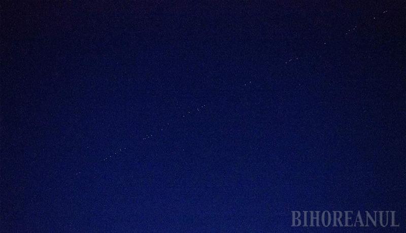 """Tren de stele"""": sateliţii miliardarului Elon Musk vizibili în Bihor. Vezi când vor mai apărea pe cer! (FOTO / VIDEO)"""