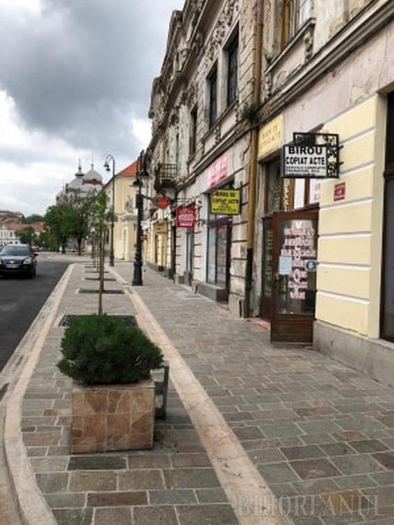 Reamenajarea trotuarului de la intrarea pe pietonalul străzii Republicii a fost finalizată (FOTO)