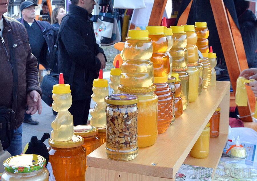 Sucuri, miere, turtă dulce, murături și cașcaval. O nouă ediție a târgului gusturilor și produselor din Valea Ierului, la Oradea