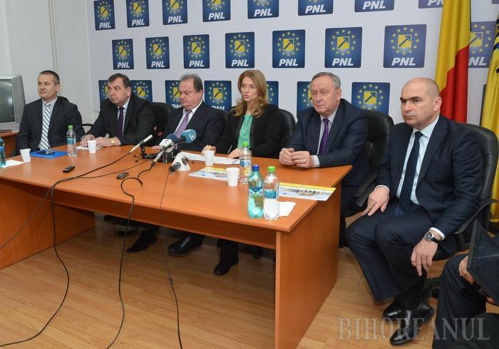 Liderii PNL la Oradea: Alina Gorghiu vrea ca liberalii să câştige localele la scor, iar Blaga spune că asta înseamnă majoritatea în Consiliul Judeţean