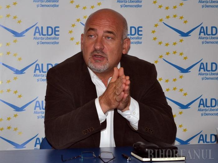 Profesorul Vasile Gheorghe, de la ALDE, supărat că în şcolile din Bihor învăţătorul devine agent economic