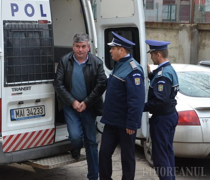 Primarul comunei Budureasa, Radu Olea, a fost trimis în judecată şi lăsat în arest la domiciliu