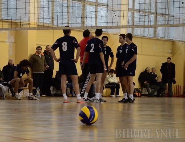 Voleibaliştii orădeni s-au impus cu 3-0 la Arad şi iernează pe primul loc