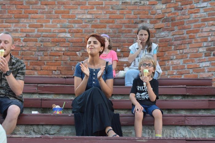 """""""Să facem sex!"""": Ada Milea a fost alungată de ploaie, iar Vama şi-a început concertul de la Oradea cu... sex! (FOTO / VIDEO)"""