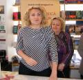 După Boc, hop şi consiliera lui: Andreea Vass şi-a lansat la Oradea cartea despre femeile din politică (FOTO)