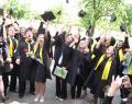 Cea mai tânără generaţie de jurnalişti şi politicieni a părăsit băncile facultăţii  (FOTO)