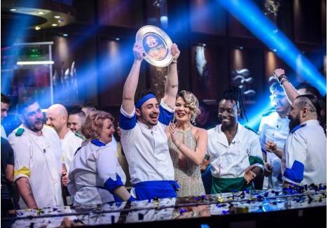 """FERICIRE LA FARFURIE. Bogdan Vandici a fost extrem de emoţionat când prezentatoarea emisiunii """"Chefi la cuţite"""", Gina Pistol, i-a strigat numele, anunţând că a câştigat trofeul şi cei 30.000 de euro aferenţi. """"Legile universului funcţionează. Mi-am dorit atât de mult, am fost atât de convins că se va întâmpla!"""", s-a confesat BIHOREANULUI cel mai tânăr câştigător din istoria emisiunii"""