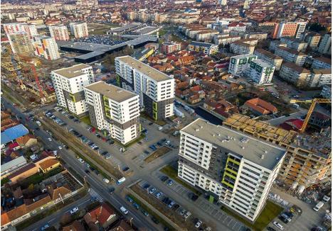 """METODA """"PHOENIX"""". Falimentate şi abandonate, fostele fabrici reprezintă soluţia perfectă pentru cererea de locuinţe noi din oraş. Startul s-a dat pe terenurile care au aparţinut fabricilor Înfrăţirea şi Sinteza (foto), unde din vechile ruine au """"renăscut"""" deja peste 1.500 de apartamente noi, iar alte câteva sute urmează să fie construite. Un şantier similar a fost deschis şi pe locul fostei producătoare de mezeluri Cominca, iar planuri de dezvoltare imobiliară sunt şi pentru fosta fabrică de blănuri Rovex și cea de conserve Avântul (foto: primacasa.ro)"""