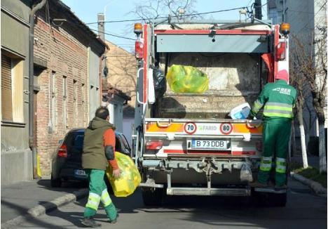 """INSUFICIENT. În 2017, muncitorii RER au adunat din containerele şi sacii de culoare galbenă 5.587 tone de reciclabile, iar din igluuri o cantitate şi mai mare, de 7.073 tone. Aşadar, anul trecut, orădenii au trimis la reciclat 12.660 tone de deşeuri, ceea ce reprezintă 18% din cantitatea totală de gunoaie. Mai mult decât în 2016, dar totuşi prea puţin pentru """"gustul"""" Administraţiei Fondului de Mediu..."""