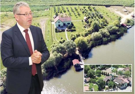 """""""NU MĂ JUSTIFIC"""". Solicitat să explice cum a reuşit, ca bugetar, să acumuleze proprietăţi atât de vaste şi de scumpe precum cea din Oradea (foto sus) şi cea de pe malul lacului Sântimreu (foto jos), Pásztor Sándor a răspuns BIHOREANULUI că """"nu trebuie să mă justific în faţa ziarului"""", ci doar """"în faţa organelor competente"""". O binevenită provocare pentru ANI şi DNA, abilitate să se ocupe de averile funcţionarilor şi demnitarilor..."""