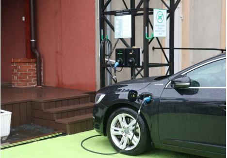 GRATIS! În curtea Companiei de Apă Oradea, orice proprietar de maşină electrică îşi poate încărca vehiculul fără să plătească niciun leu