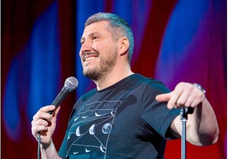 ÎN LUMINA REFLECTOARELOR. De când e în branșa comedianților, Sorin Pârcălab a susținut sute de spectacole în toată țara, inclusiv în Oradea, cele mai multe având loc la Queen's Pub