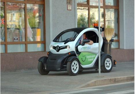 ECO-RER. În parcul auto al RER Vest se găsesc acum trei maşini electrice: două Renault Twizy (foto) şi un Renault Kangoo