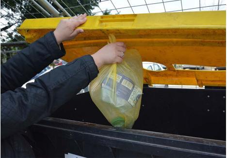 ARUNCAŢI SEPARAT! Orădenii trebuie să arunce deşeurile selectiv, separând deşeurile menajere de materialele care pot fi reciclate