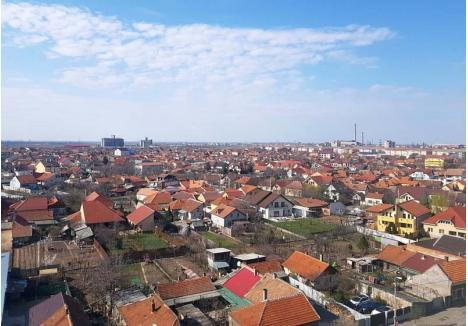 """DECLARAŢI, VĂ ROG! Pentru că în evidenţele Primăriei Oradea aproape tot a doua casă figurează fără instalaţii, municipalitatea vrea ca proprietarii să şi le declare. """"Scopul nu este neapărat de a aduce bani mai mulţi la bugetul local, ci de a avea o imagine cât mai exactă a clădirilor din oraş"""", spune directorul Eduard Florea"""